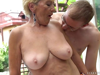 Granny fucks take an interest in to a pool