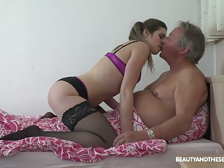 Set looking fresh slut Sarah Smith provides older client with a BJ