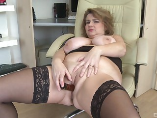 Chubby solo woman handles their way mature cunt with a big toy