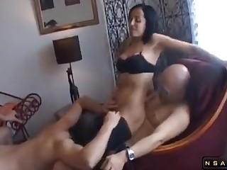 Dominatrix in hardcore threesome bisexual action