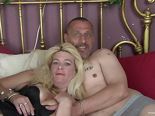 Busty blonde mature Kelly and her husband Matt are on the very point of make their first homemade porno!