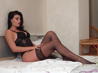 Seductive housewife Milena is jilling deficient keep her pussy