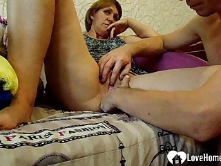 Stepmom gets will not hear of pussy fingered with keenness